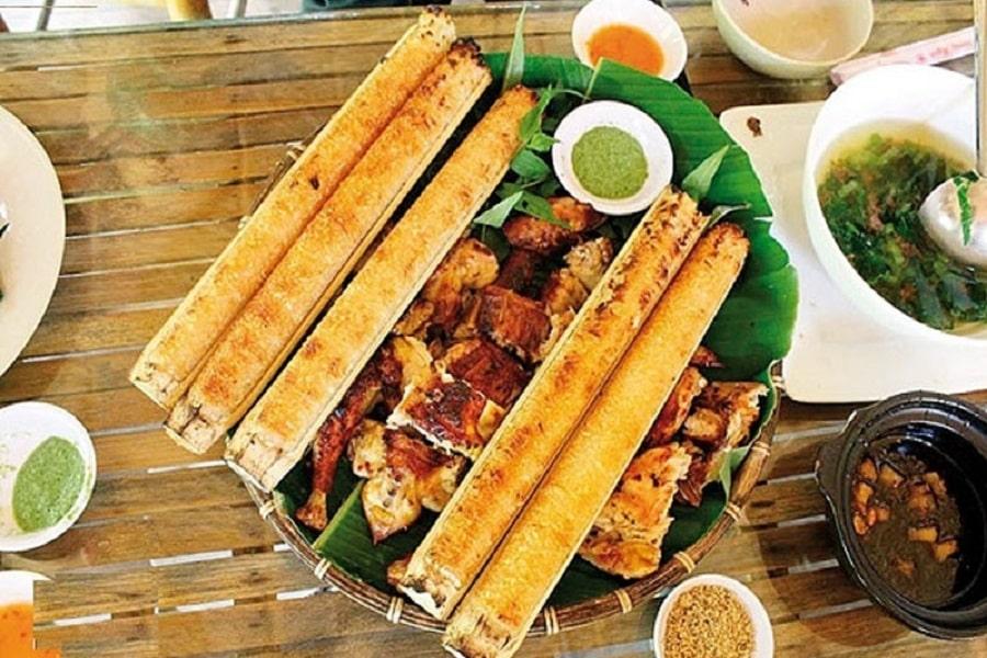 Cơm Lam tại Mai Châu bạn đừng bỏ nhỡ. Bởi đây là một món ăn hấp dẫn