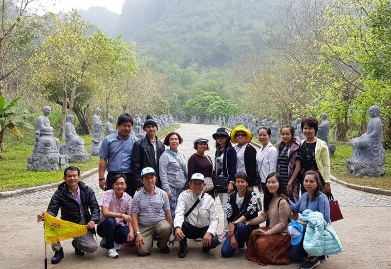 Đoàn Gia đình anh Huy đi chương trình vòng cung Đông Bắc gio du lịch Khát Vọng Việt tổ chức