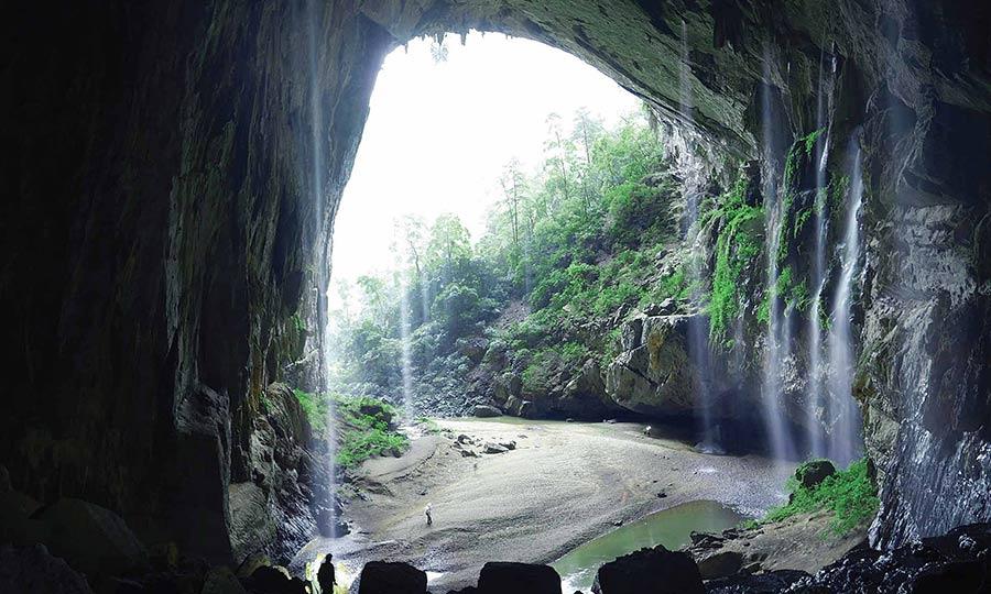 Cửa hang chính của Hang Én