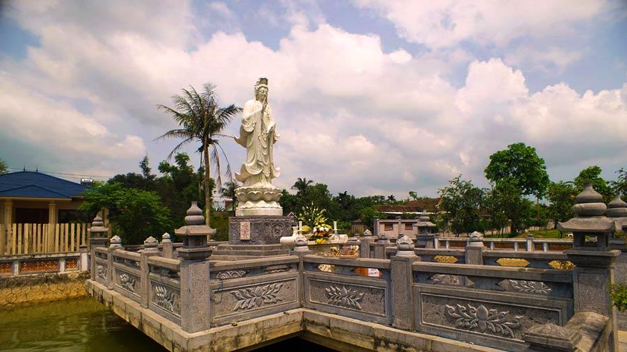 Đài thờ Quán Thế Âm Bồ Tát chùa Hoằng Phúc