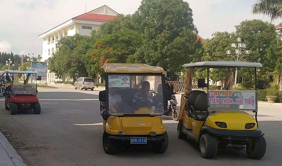 Xe điện tại biển Hải Tiến