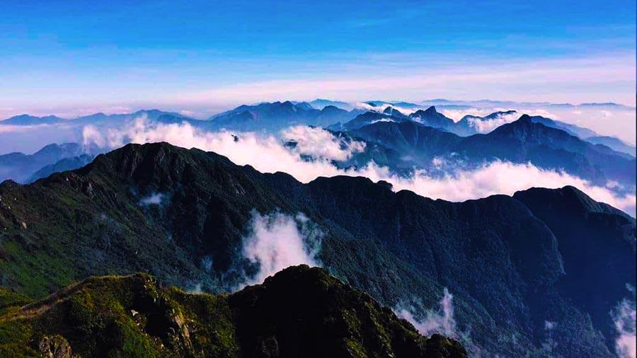 Toàn cảnh núi rừng kĩ vĩ trên đỉnh Cổng trời Sapa