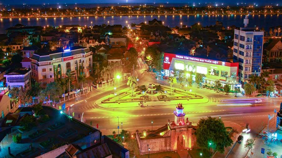 Thành phố Đồng Hới lung linh về đêm