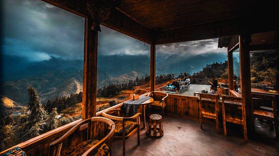 Không gian ngắm nhìn khung cảnh thiên nhiên hùng vĩ tại Viettrekking Homestay