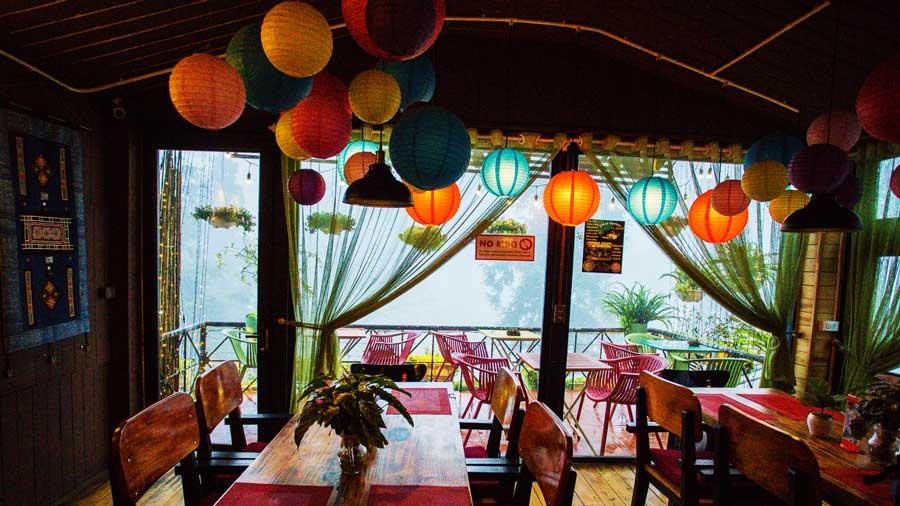 Không gian ấm cúng tại quán cafe Viet Amotion