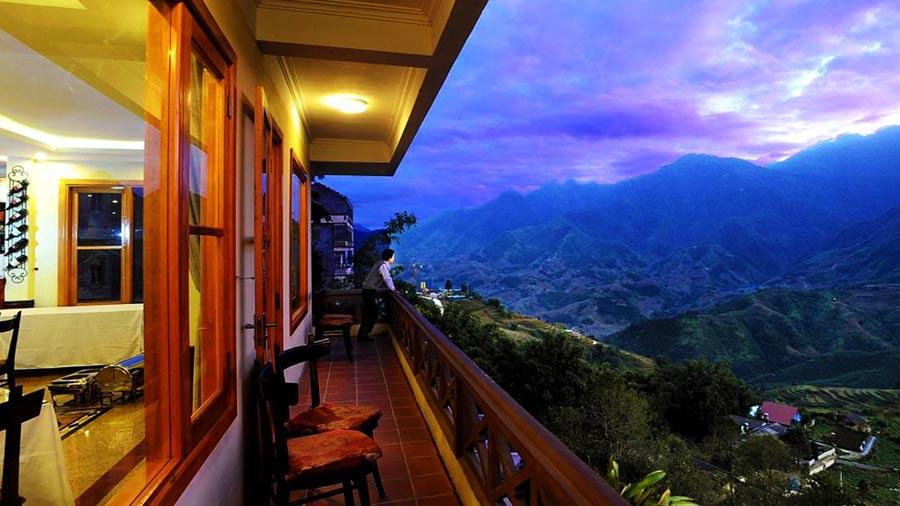 Ban công thoáng mát, hướng nhìn ra núi tuyệt đẹp
