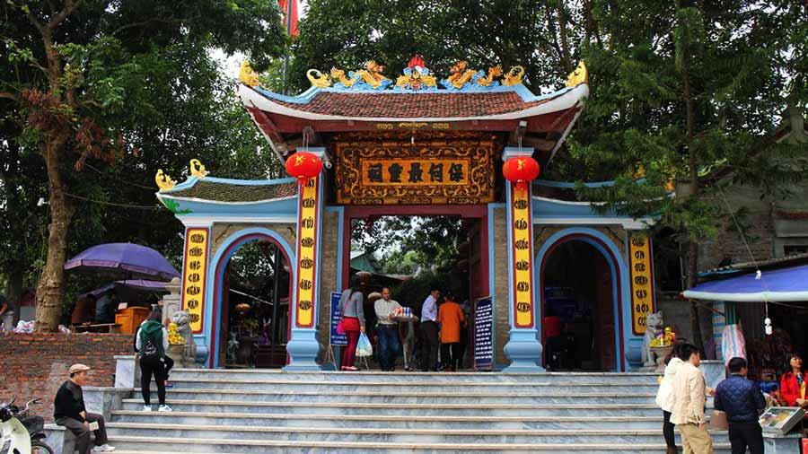 Cổng Đền Mẫu Sapa