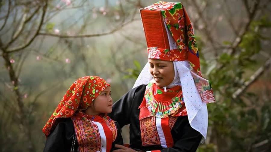 Người dân tộc Dao Đỏ với trang phục rực rỡ, cuốn hút