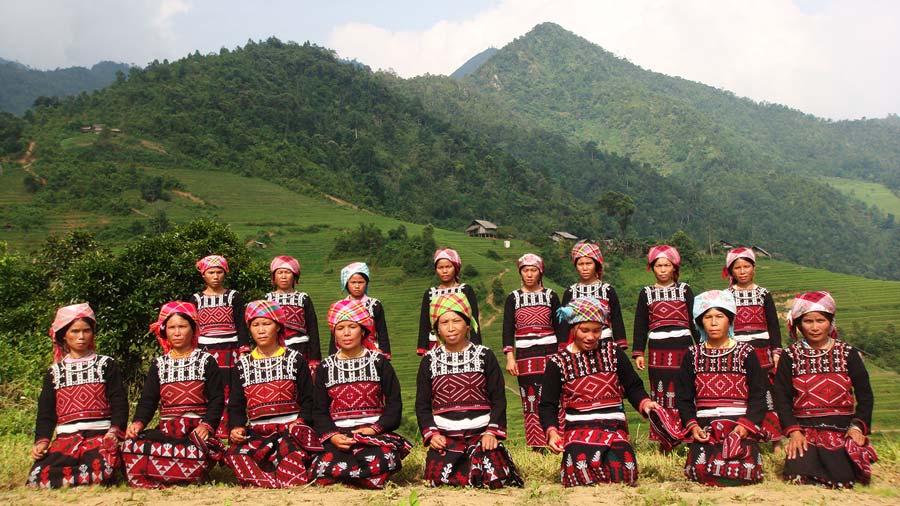Người dân tộc Xa Phó ở Sa Pa tuy còn khó khăn nhưng đồng bào luôn vui vẻ và hiếu khách