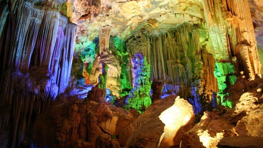 Động Phong Nha với khung cảnh tuyệt đẹp