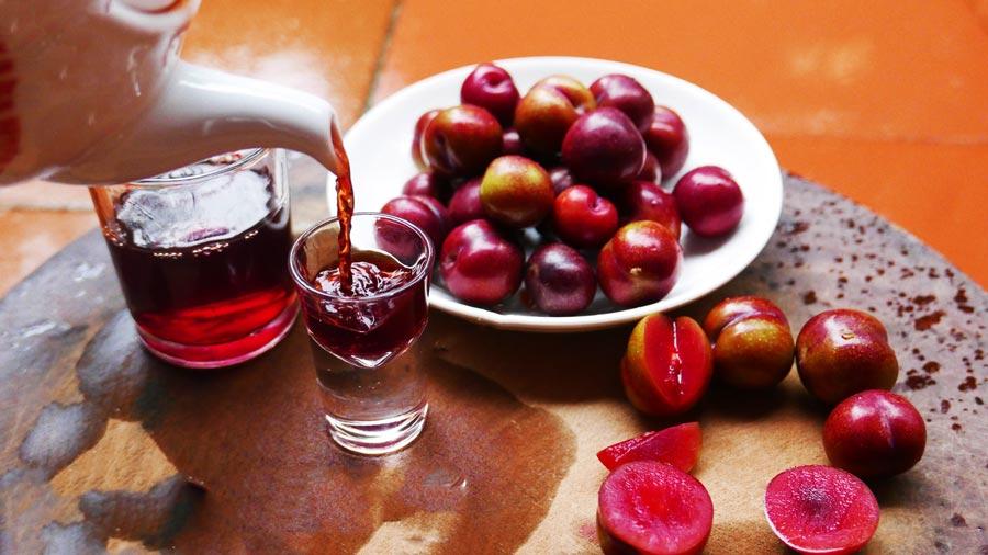 Rượu mận Sapa hấp dẫn