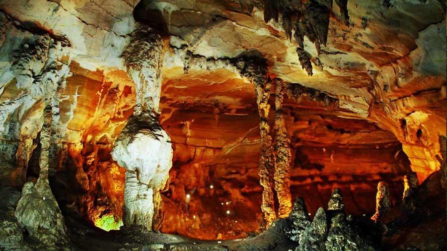 Những khối thạch nhũ Hang Tiên đẹp lung linh