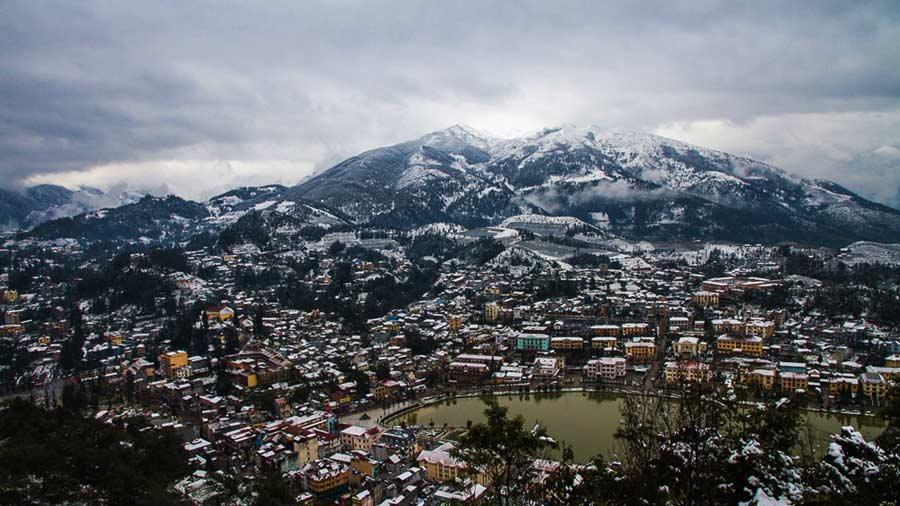 Thị trấn Sapa chìm trong tuyết trắng