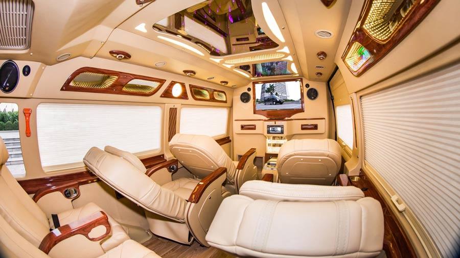 Tận hưởng không gian hiện đại, thoải mái trên xe