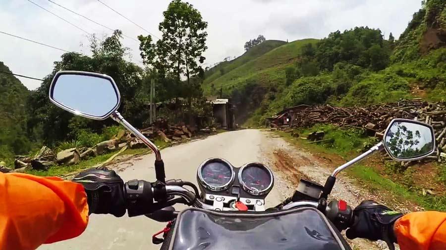 Đi xe máy khám phá đèo Ô Quy Hồ là trải nghiệm vô cùng thú vị