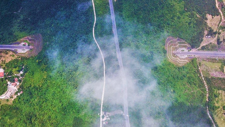 Cổng trời trăm tuổi trên đỉnh Đèo Ngang