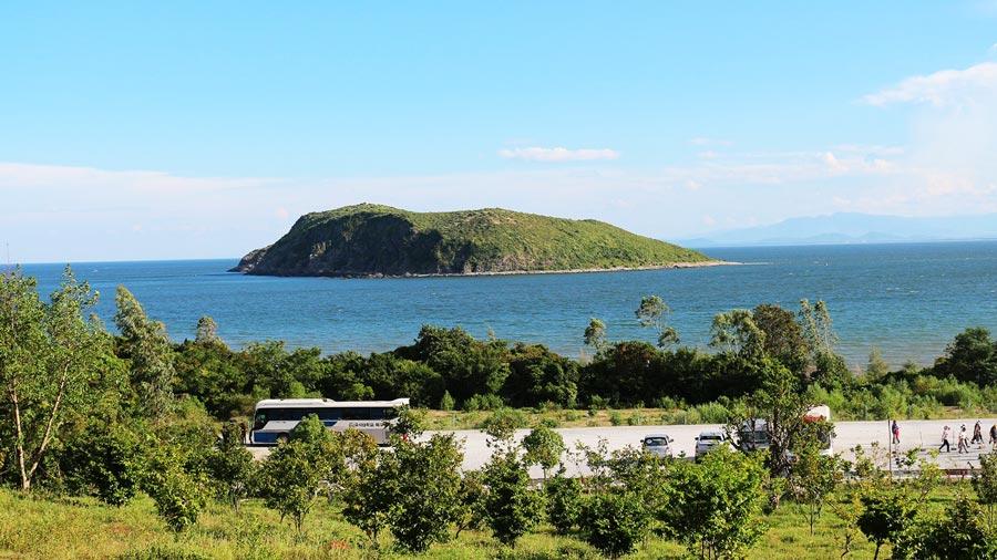 Đảo Yến yên bình nhìn từ đất liền