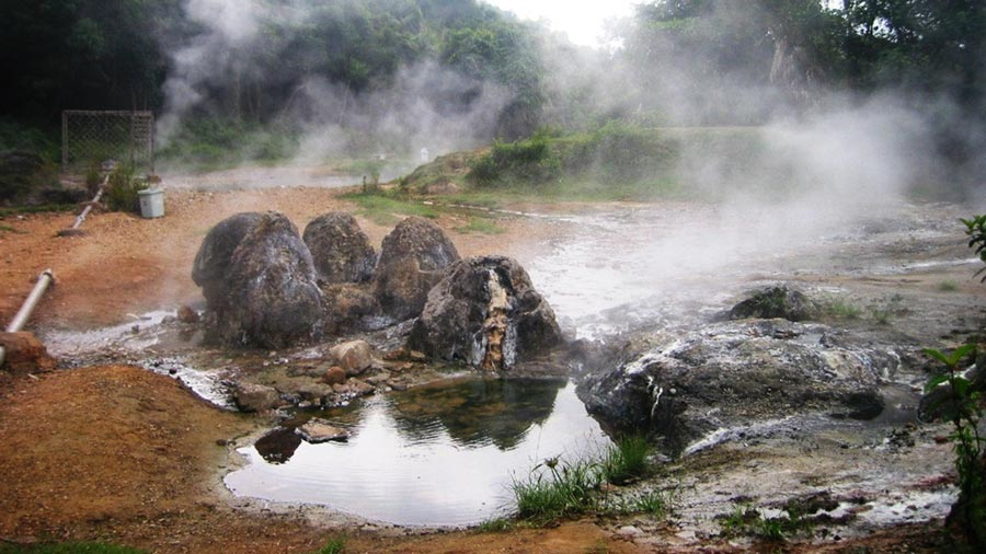 Suối khoáng nóng Bang Quảng Bình hấp dẫn khách du lịch