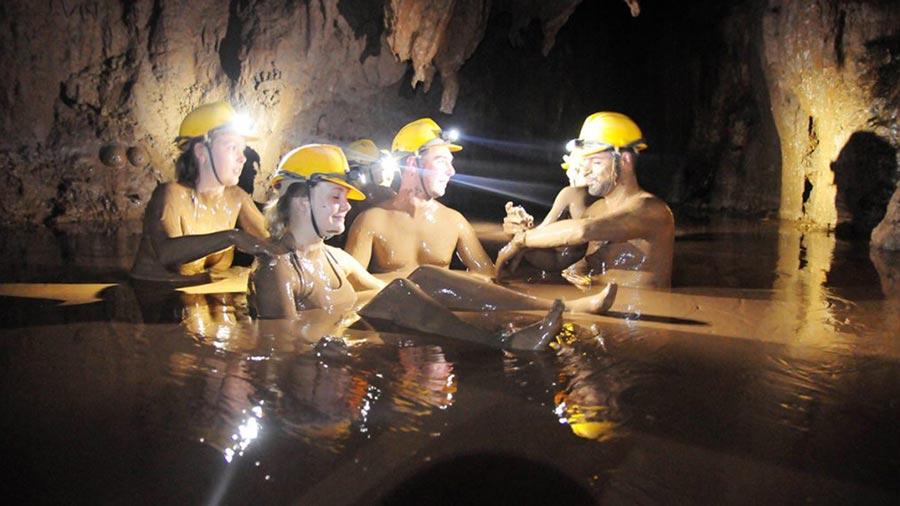 Tắm bùn tại Hang Tối - Trải nghiệm không thể bỏ lỡ