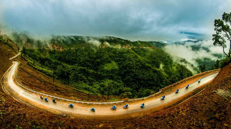 Vẻ đẹp hùng vĩ của cung đường Mộc Châu tuyệt đẹp