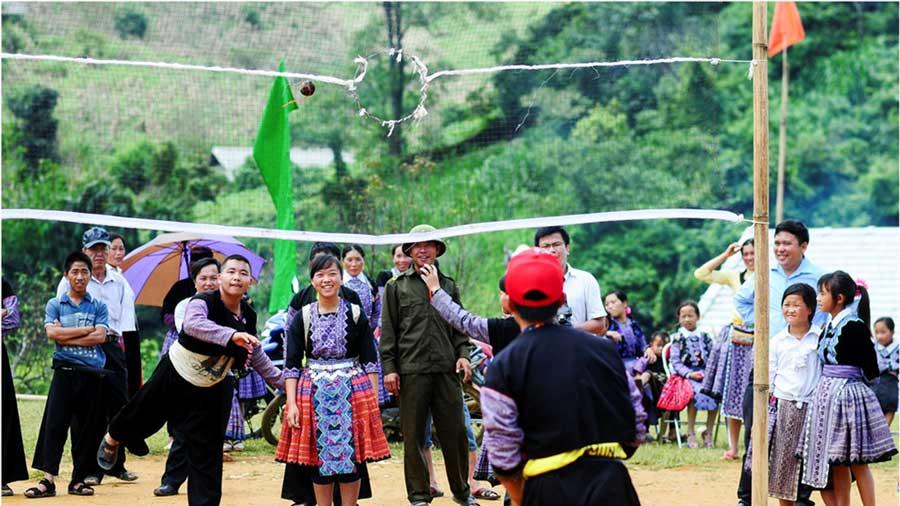 Các trò chơi dân gian được tổ chức trong suốt thời gian diễn ra chợ tình