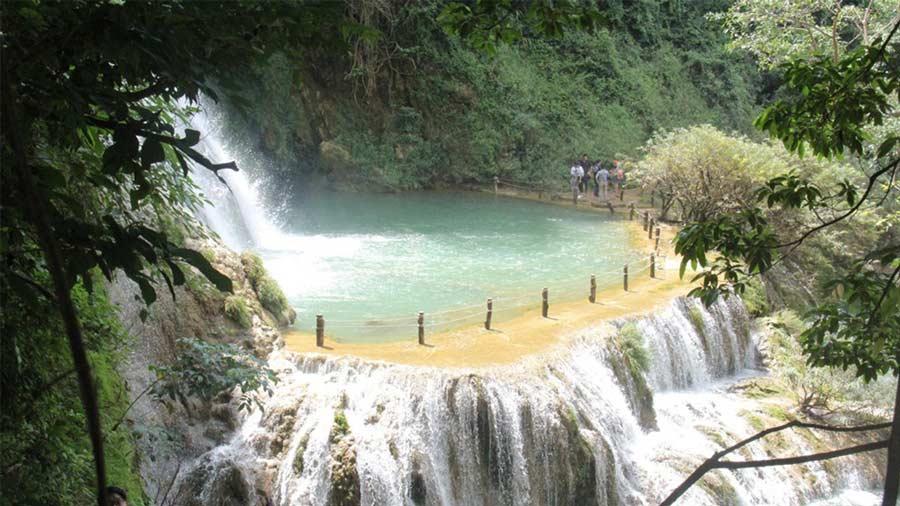 Hồ nước dưới chân thác phía trên