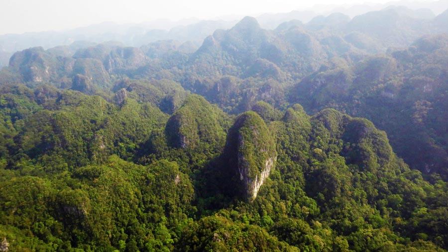 Khung cảnh Bách Xanh núi đá Quảng Bình hùng vĩ