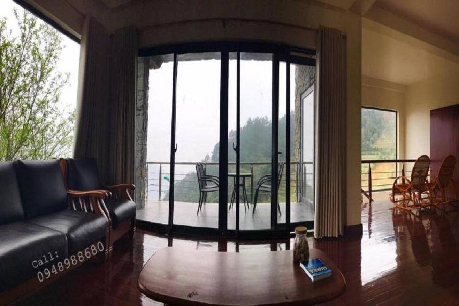 Phòng khách của May villa