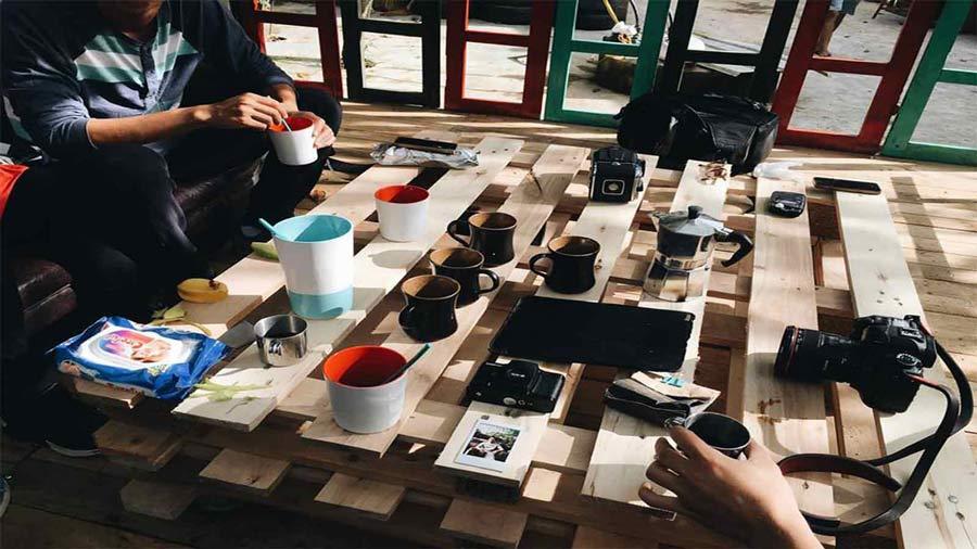 Không gian uống cafe tại Bơ House Mộc Châu