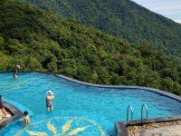 Bể bơi vô cực tạo cảm giác nước kéo dài bất tận