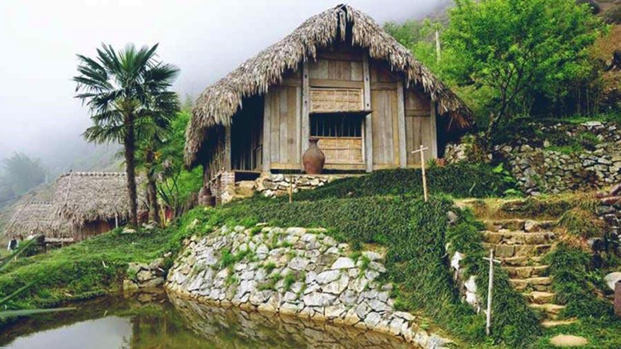 H'Mông Mountain Retreat là tổ hợp những ngôi nhà sàn, nhà lá có tuổi đời từ 70 năm trở lên