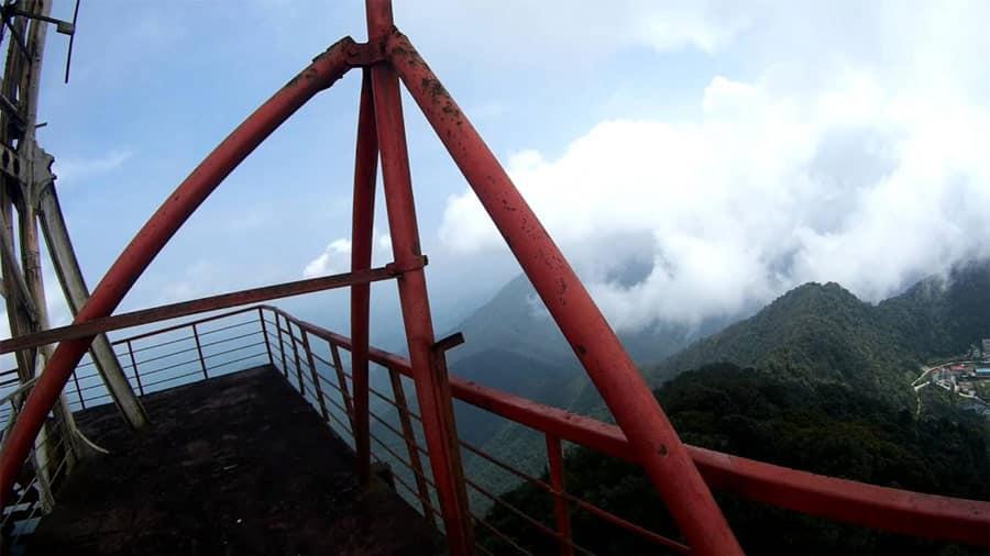 Mây và núi Tam Đảo nhìn từ tháp truyền hình