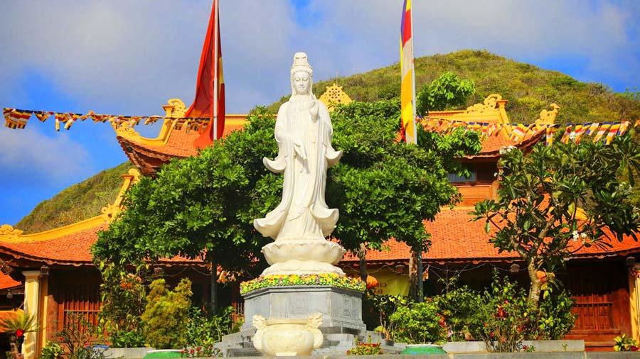 Chùa Núi Một Côn Đảo với lối thiết kế mang đậm kiến trúc Phật Giáo