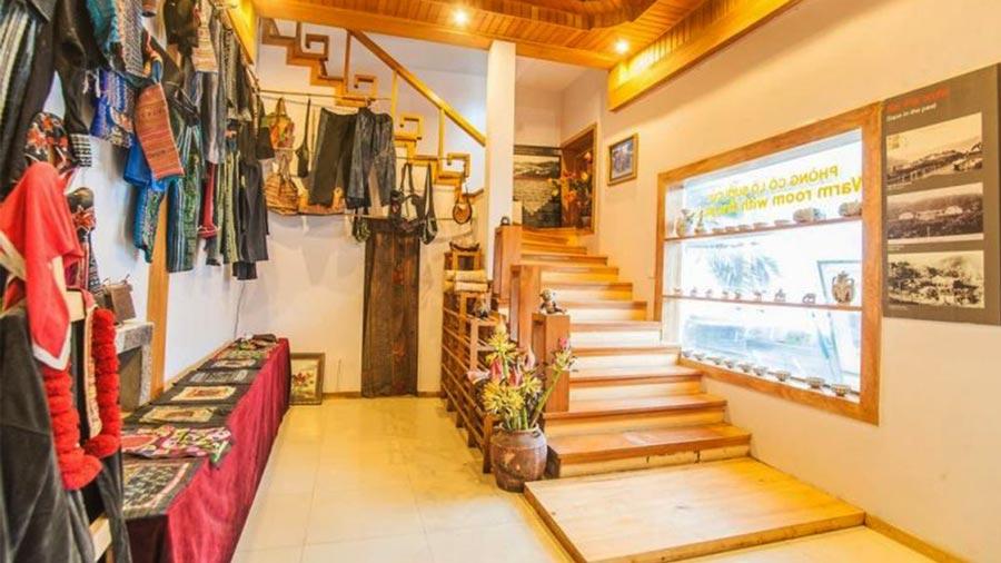 Cửa hàng lưu niệm Lan Rừng chuyên bán đồ thổ cẩm hiện đại kết hợp truyền thống