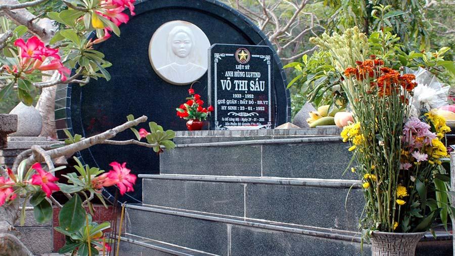 Mộ cô Võ Thị Sáu gắn liền với nhiều câu chuyện có thật về sự linh thiêng