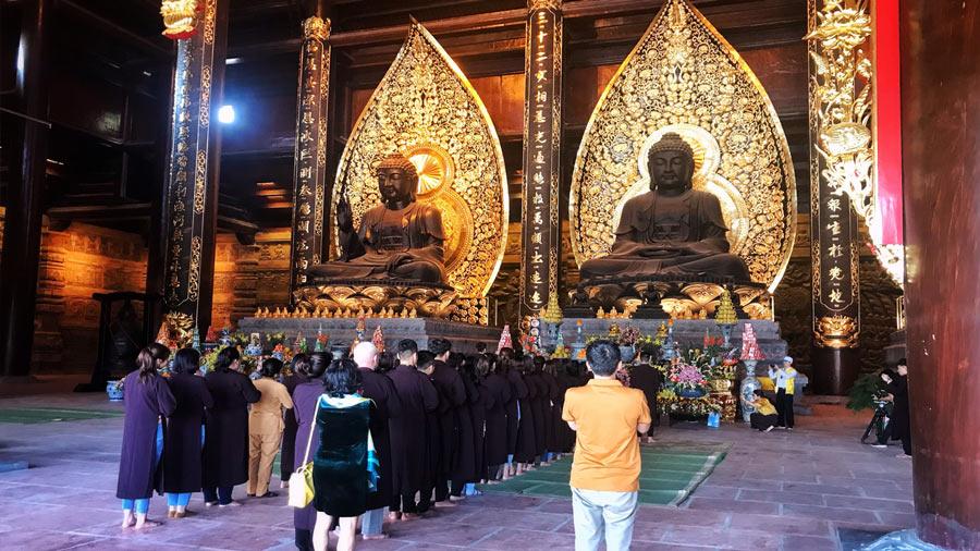 Bên trong điện thờ chùa Tam Chúc