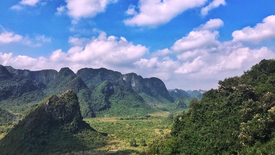 Khung cảnh thiên nhiên hữu tình chùa Tam Chúc
