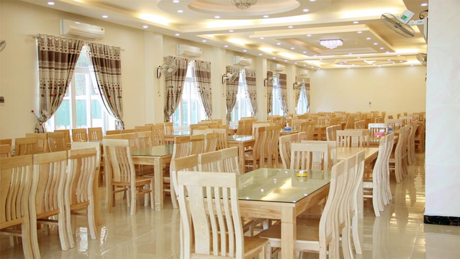 Nhà hàng - khách sạn Hoàng Gia Hải Tiến