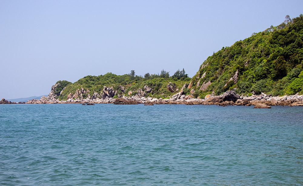 Bãi biển Eo Gió tĩnh lặng