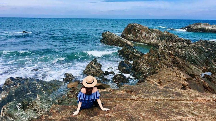 Bãi đá Móng Rồng trở thành địa điểm chụp ảnh siêu lý tưởng dành cho khách du lịch