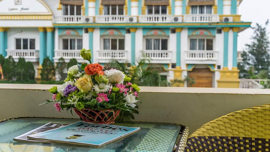 Premium Hướng bể bơi khách sạn Queen Hotel