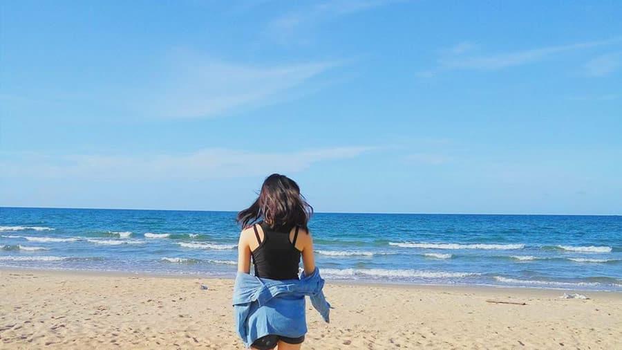 Mất khoảng 7 tiếng đi xe khách để đến với bãi biển Thiên Cầm xinh đẹp