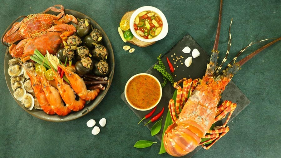 Các món ăn hải sản tươi sống vô cùng hấp dẫn