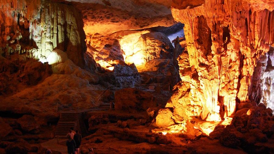 Khám phá các hang động Hạ Long kì bí, hấp dẫn