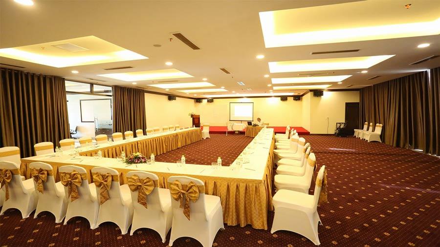 Phòng hội thảo được trang bị nội thất cao cấp sang trọng