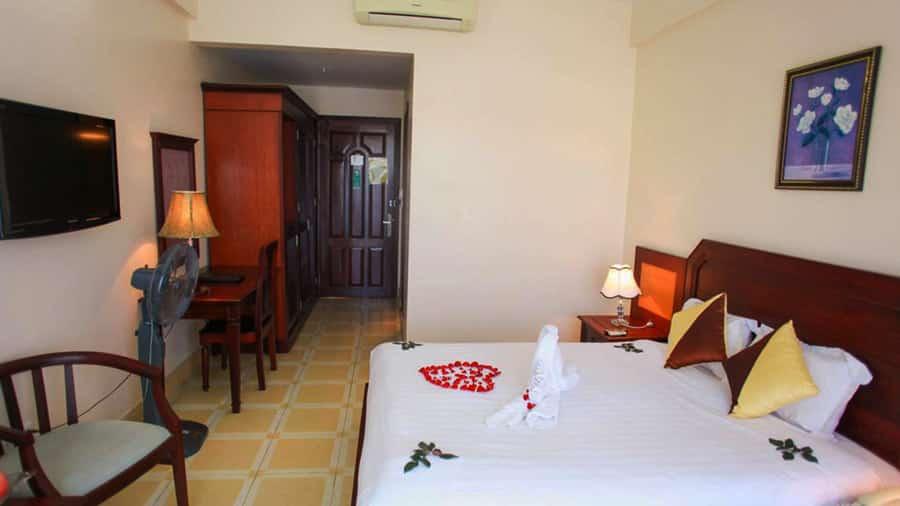 Phòng nghỉ tại khách sạn Hùng Long Harbour Cát Bà thoáng mát, tiện nghi
