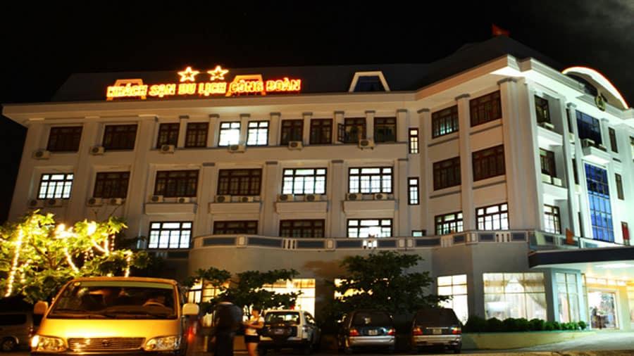 Khách sạn Công Đoàn được thiết kế với cấu trúc hiện đại, xây dựng theo tiêu chuẩn chất lượng cao