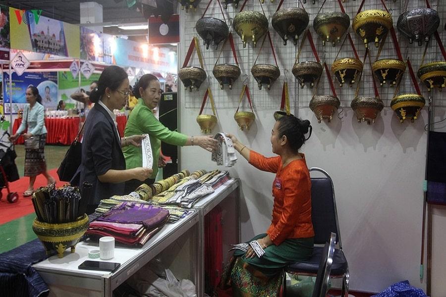 Khu chợ Lào vùng biên giới cửa khẩu Lóng Sập