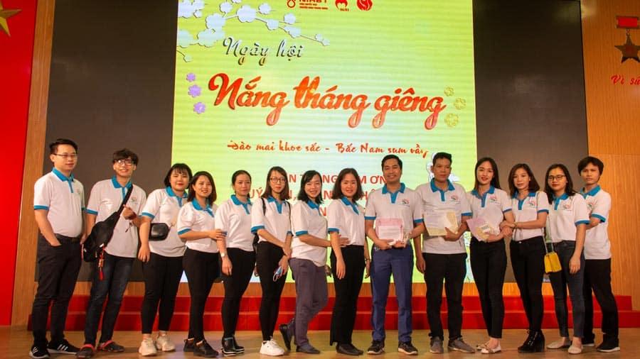 Tập thể lãnh đạo và nhân viên Công ty Du lịch Khát Vọng Việt tham gia chương trình hiến máu tình nguyện tại Viện Huyết học - Truyền máu Trung ương