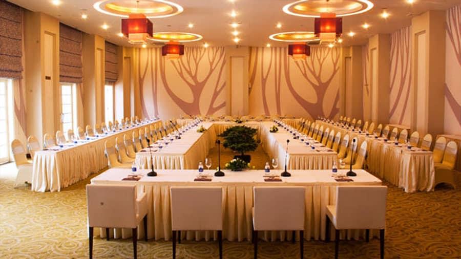 Khách sạn cung cấp phòng hội thảo sang trọng, lịch sự